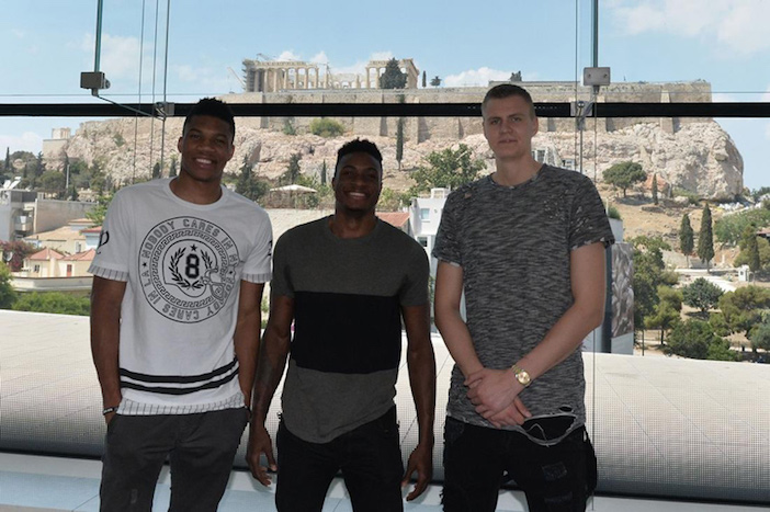 The NBA stars at the Acropolis Museum. Photo by www.eurohoops.net