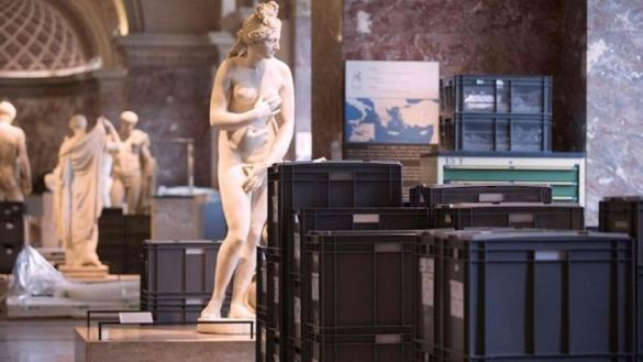 (Photos) Louvre in Paris Evacuates Treasures; Dozens of Ancient Greek Sculptures Moved to Higher Ground After Flooding