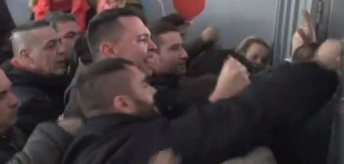(Video) Golden Dawn Supporters Storm Greek Elementary School Protesting Refugee Children