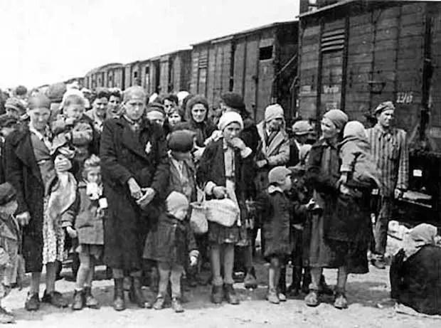 Hungarian-Jews-Auschwitz-2