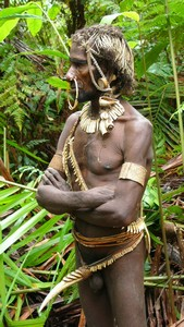 Korowai & Kombai – Papua Tree people (1/6)