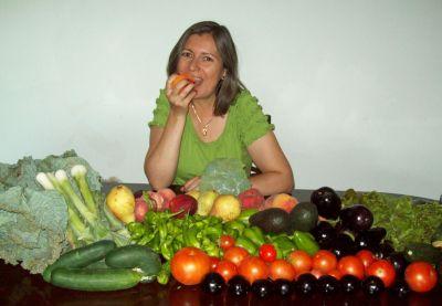 Paqui con frutas y verduras