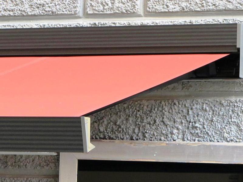 Grazie ad appositi gancetti si aggancia facilmente a ringhiere, balconi o a. Tende Da Esterno Antipioggia Para