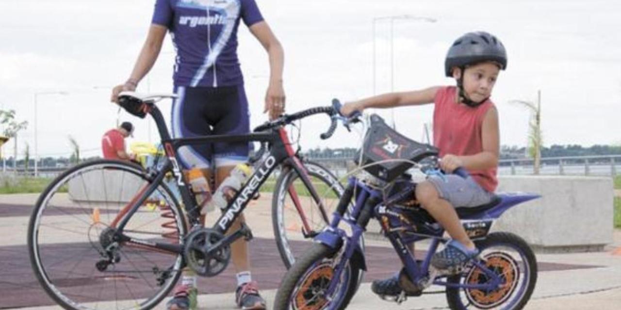 Mariela Delgado, madrina de una escuela de ciclismo en Misiones