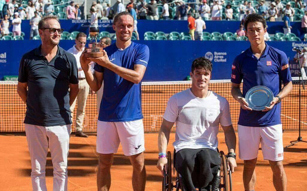 Gustavo Fernández entregó el premio al campeón del Argentina Open