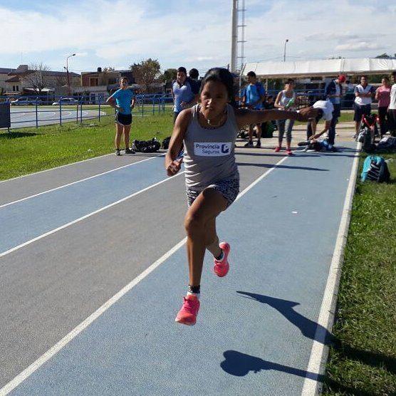 Atletismo: Yanina Martínez ganó su competencia y superó su récord