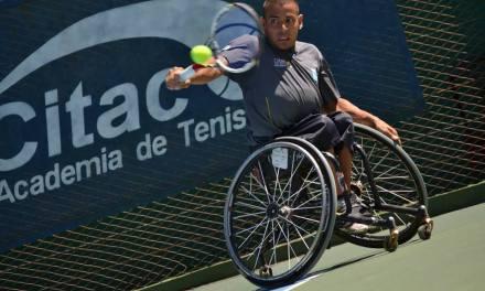 Tenis adaptado: Casco avanza en Francia