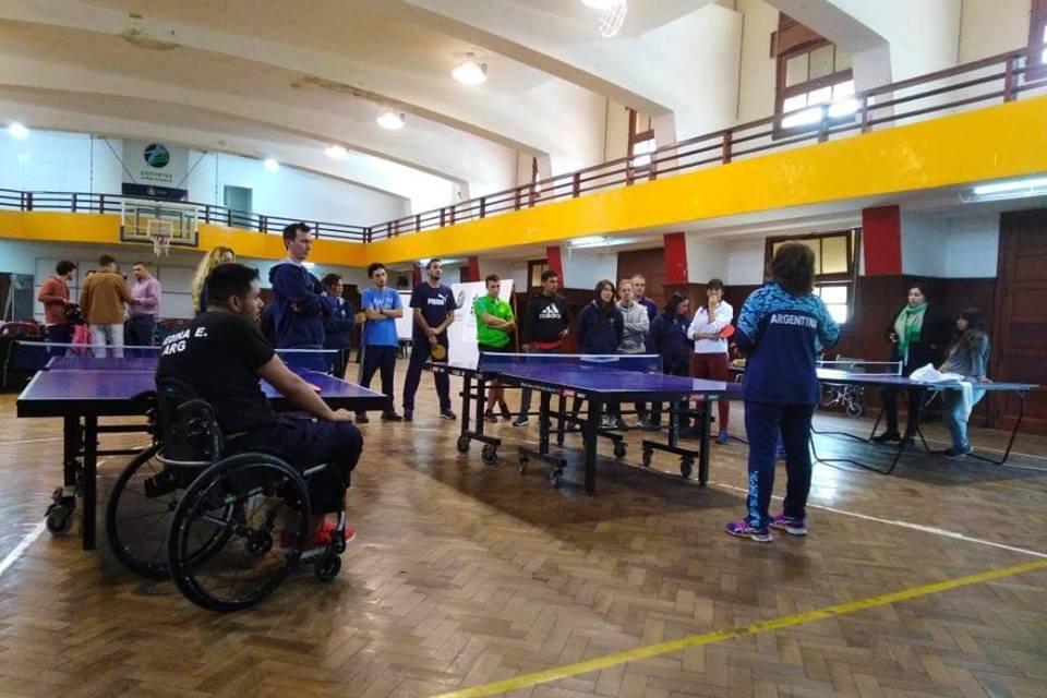 Tenis de mesa adaptado: actividades en Córdoba y Buenos Aires