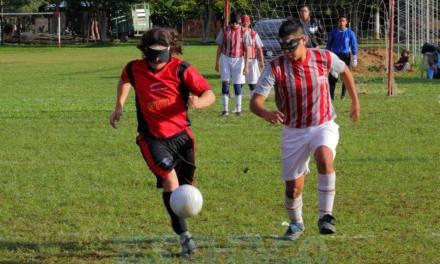 Fútbol para ciegos: ¡Libertad, ACHADEC y Los Búhos, a la semifinal!