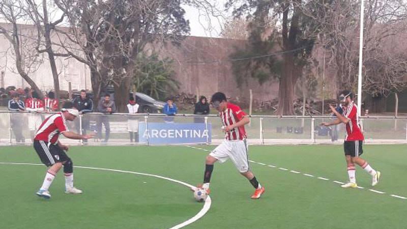 Fútbol para ciegos: Estudiantes y Rosell arrancaron con todo