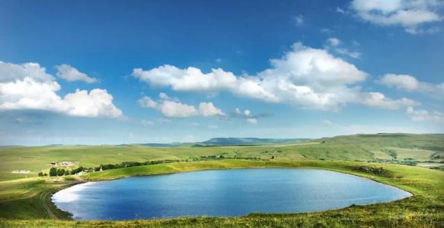 6x de mooiste meren en rivieren in Auvergne (+ overnachten op de oevers)