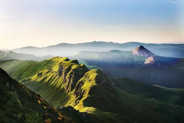 Zicht op de Brèche de Roland vanaf de Puy Mary   Comité Régional de Développement Touristique d'Auvergne  