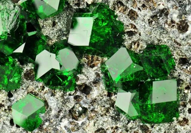 magische mineralen uvaroviet