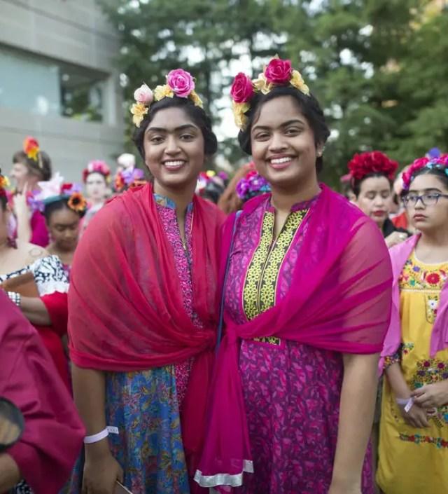 Meer dan 1.000 mensen verkleedden zich als Frida Kahlo ter ere van haar 110-jarig jubileum