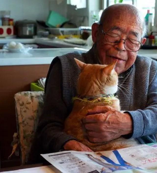 Deze 94-jarige man met Alzheimer en zijn kat hebben een speciale band