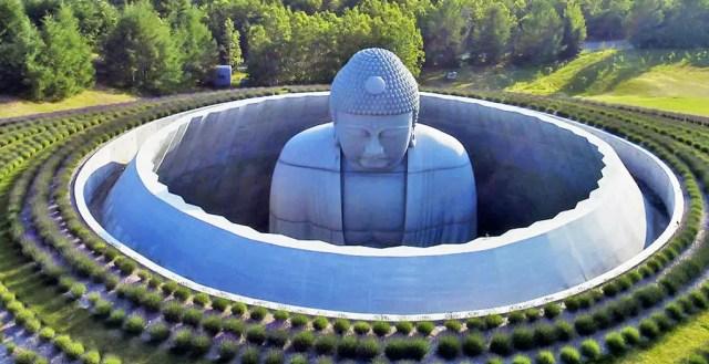 Architect ontwerpt een plek van eerbied voor een gigantisch Boeddhabeeld op Japanse begraafplaats