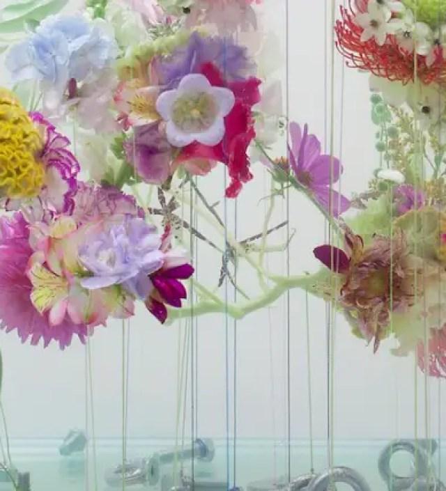 Een dromerig onderwaterballet van bloemen