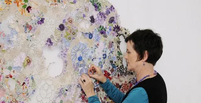Deze kunstenares geeft oud borduurwerk een nieuw leven