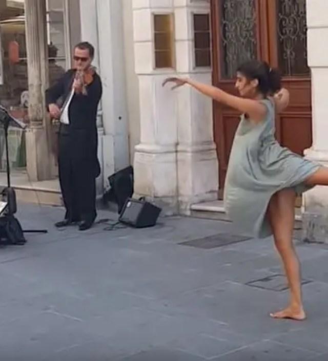 Video   Balletdanseres verrast voorbijgangers met spontaan optreden in Italië