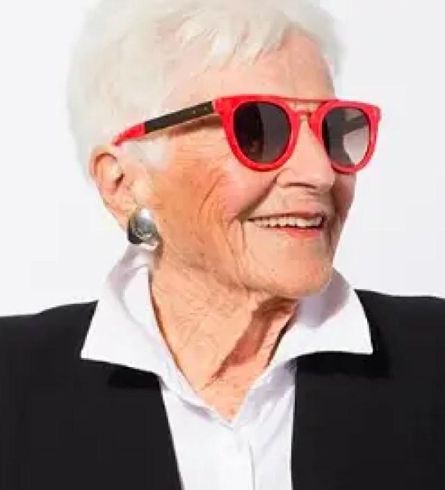 Bobbie Rose (102) begint aan een carrière als model