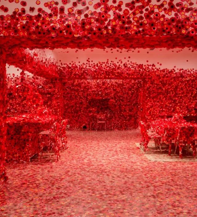 Waarom kunstenares Yayoi Kusama (90) een obsessie voor bloemen heeft