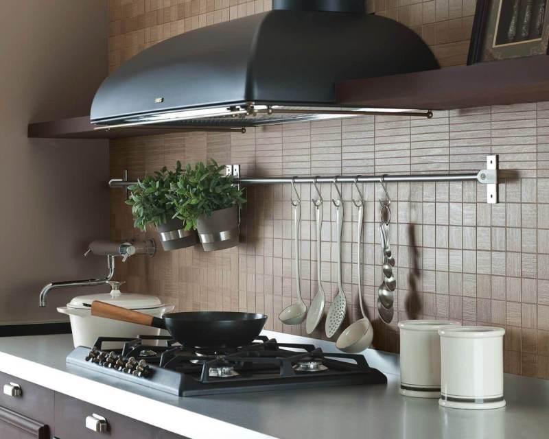 aranzacja-kuchni-sciana-naturalne-drewno-rovere-ceramika-paradyz