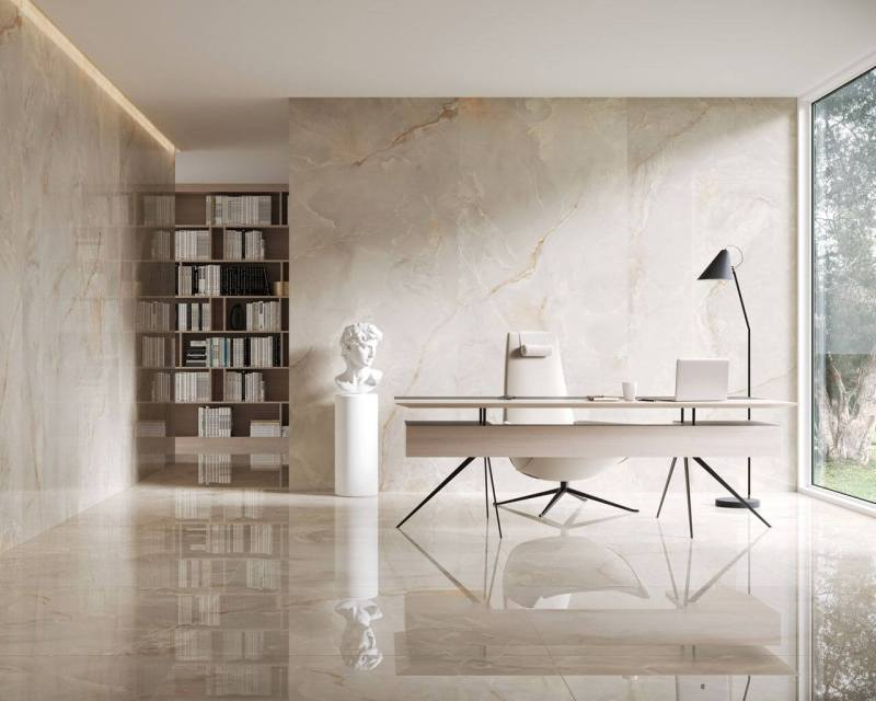 Motyw marmuru wcałym pomieszczeniu sprawia, żewnętrze jest klasyczne ijednocześnie pełne szyku ielegancji.