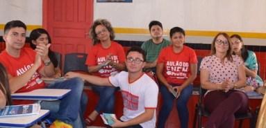 Caio Martins (de branco)