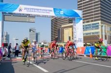 ロードレース[男子C4-5]のスタート。人数は10名だが、イランやスリランカなどパラサイクリングロード世界選手権の出場枠がとれていない国も出場しており、アジア開催の意義を感じるレースだ