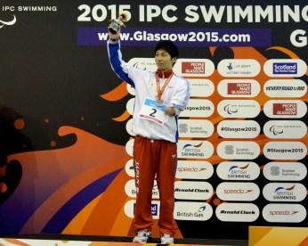 男子50メートル自由形の表彰式、山田拓朗