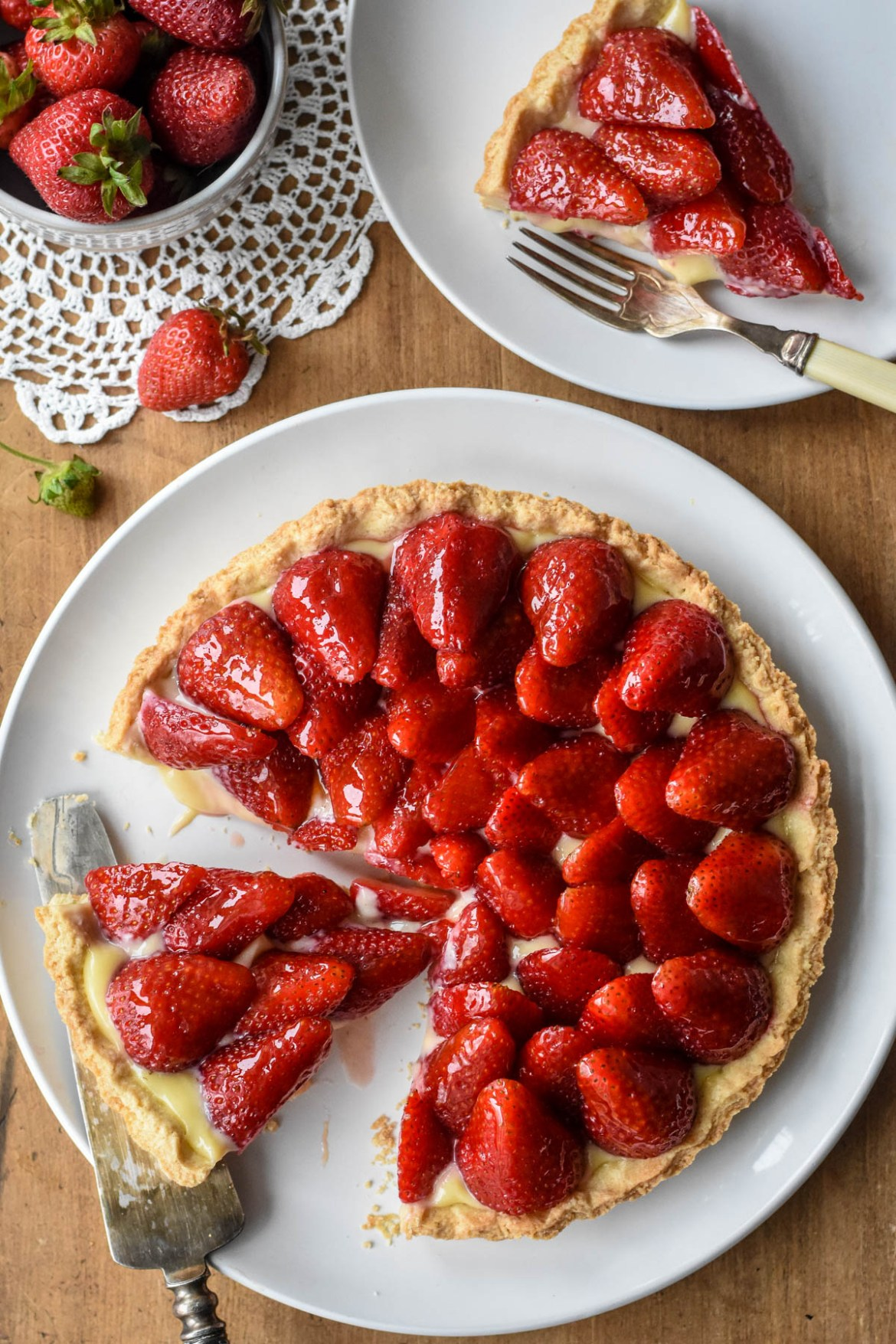 Classic French Strawberry Tart (Tarte aux Fraises)
