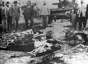Φωτογραφία της εποχής απεικονίζει ομαδικές εκτελέσεις Ποντίων