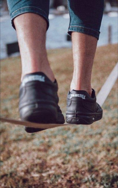 La mejor postura para caminar bien Zapatillas Estrella Paredes