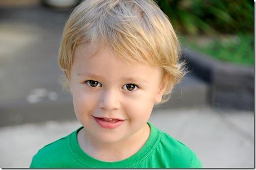 Un enfant qui semble content de coopérer :)