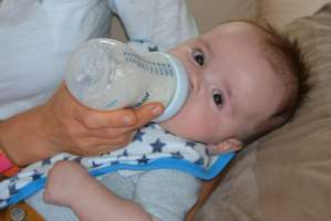 Help Your Child Nutrition - Breast Feeding with Bottle Feeding