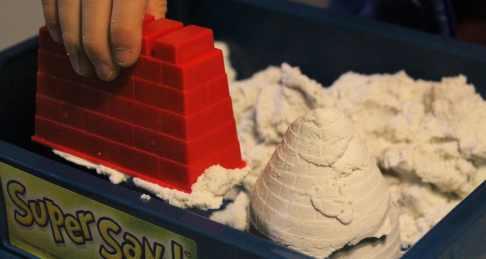 Les moules fournis permettent de former des structures