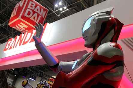 Ultraman à l'entrée de la zone Bandai