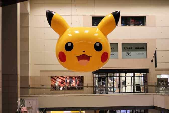 Tête de Pikachu géante dans Queen's Square Yokohama