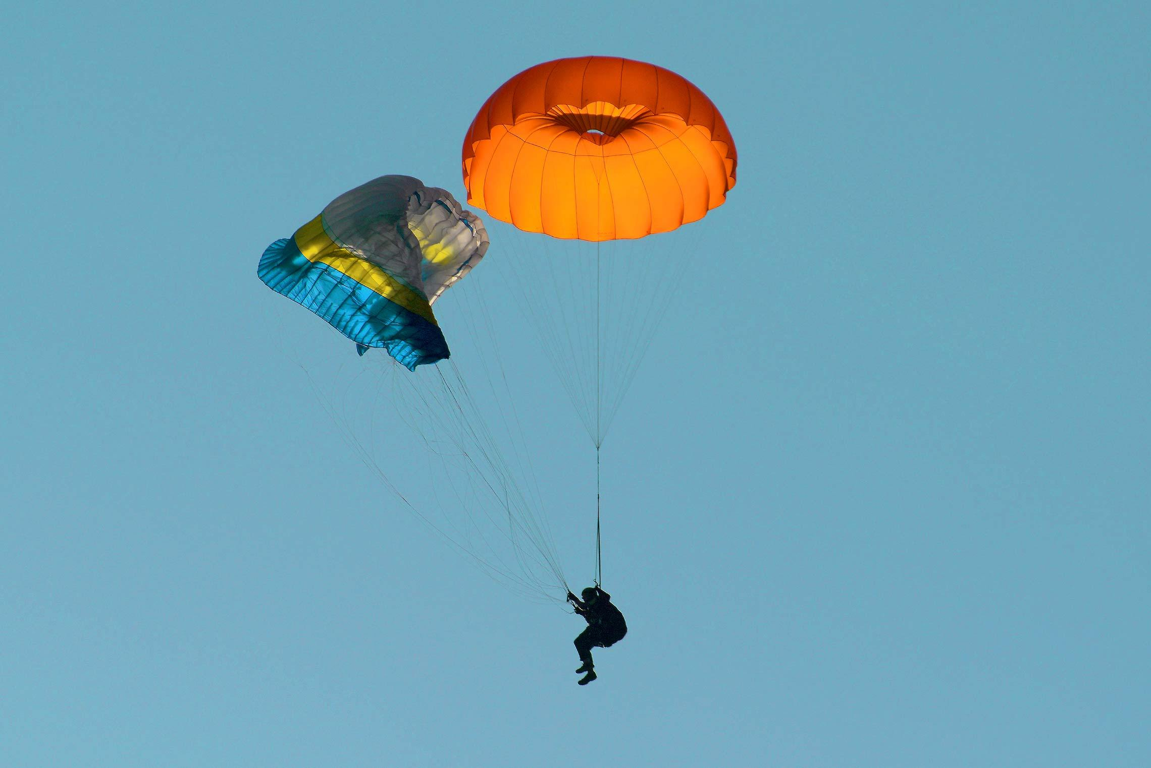 photo parachute de secours