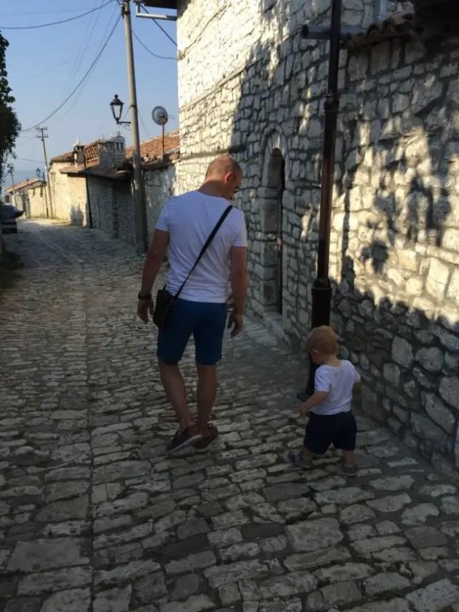 Voyage Albanie, prévoyez le bon équipement pour bébé !