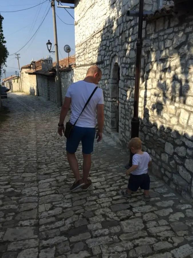 Albanie avec bébé , prévoyez le bon équipement pour bébé !