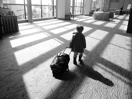 Comment voyager léger avec un bébé ?