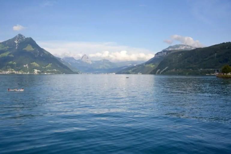Lac de Lucerneblog-de-voyage-voyage-en-famille-parents-blog-de-maman-voyage-avec-bebe-destination-enfants-roadtrip-italie-toscane-suisse-itineraire-lucerne-autoroute-vignette-airbnbthumb_dsc_0447_102