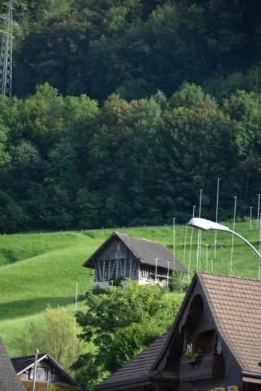 blog-de-voyage-voyage-en-famille-parents-blog-de-maman-voyage-avec-bebe-destination-enfants-roadtrip-italie-toscane-suisse-itineraire-lucerne-autoroute-vignette-airbnbthumb_dsc_0456_102