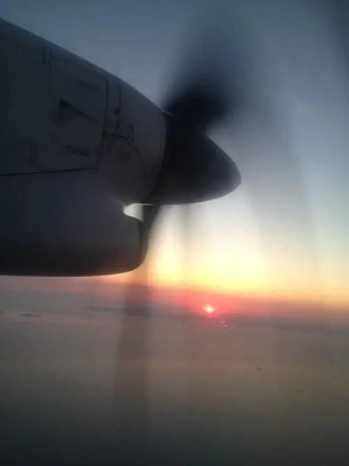 voyage cyclades île de Paros en grece en avion a hélices.