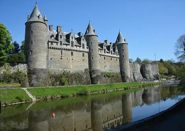 vue du château de josselin Brocéliande en famille