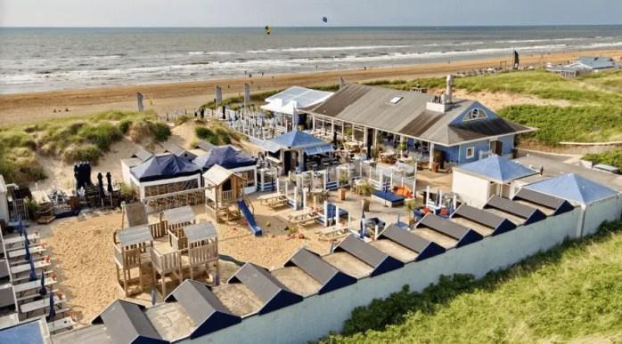 vue de haut sur la plage de Noordwjick