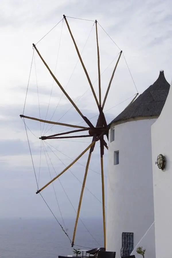 moulin à vent sur Oia île de Santorin