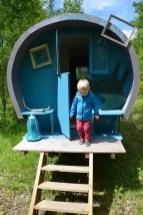 Loisirs Loire Valley enfant dans une roulotte voyage en famille