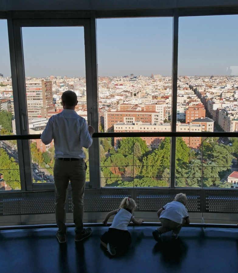 expatriation en famille en Espagne - Faro de moncloa Madrid